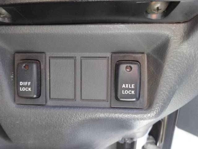 Suzuki Carry Diff Lock Axle Lock Buttons