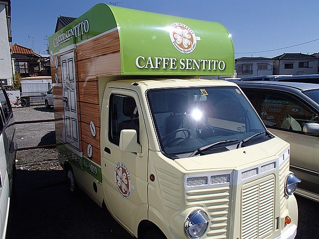 Japanese Food Trucks: Vinyl wrapped and modified grill for a retro look