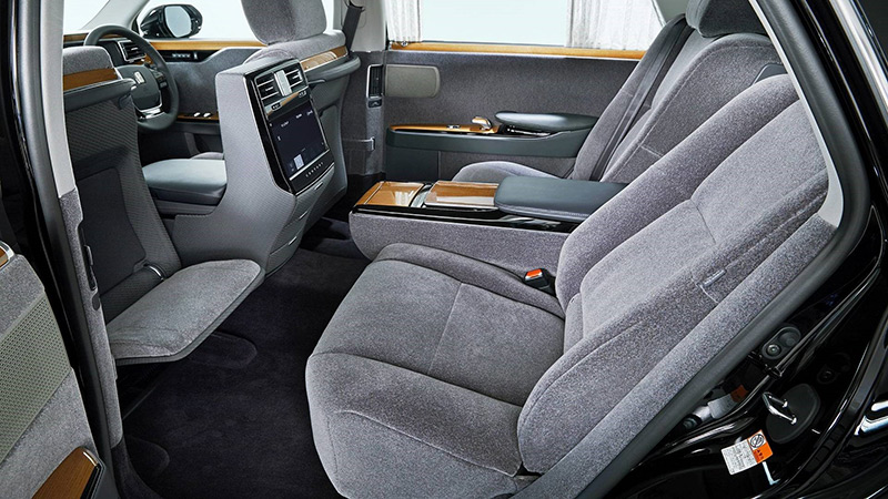 The 2018 Toyota Century — Japan's answer to Rolls-Royce: 2018 Toyota Century rear seat area