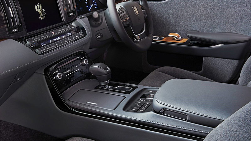 The 2018 Toyota Century — Japan's answer to Rolls-Royce: 2018 Toyota Century cockpit