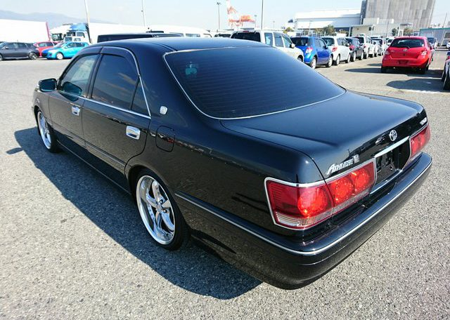 Toyota Crown Athlete exterior view 02
