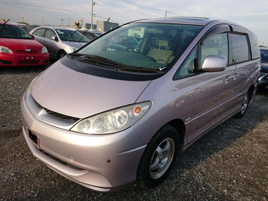 Japanese top of market van 7 seater captain chairs sunroof moon roof spacious