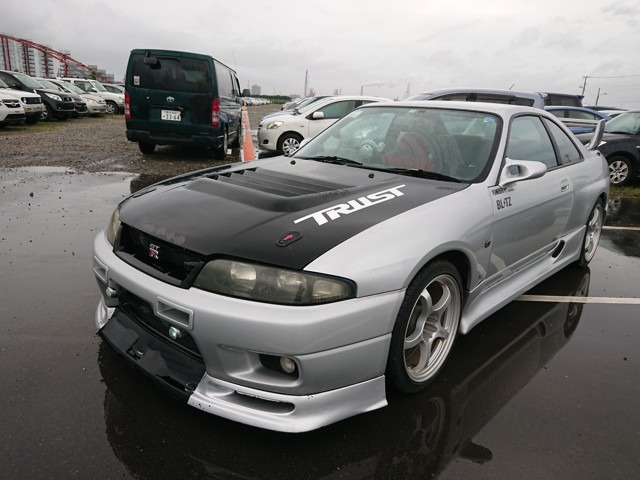 BCNR33 Godzilla import JDM best cars from Japan export professionals JCD 25 year rule dealer auctions