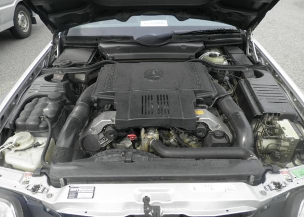 1996 Mercedes Benz SL500,5.0-liter V-8 engine,M119 engine,twin overhead camshafts,maximum 320 PS
