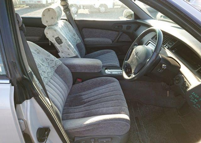 Three Liter Crown Majesta JZS-140 Series front seats
