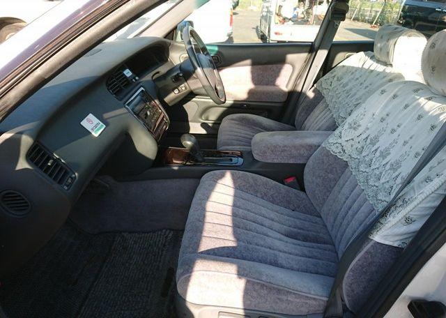 Three Liter Crown Majesta JZS-140 Series clean interior
