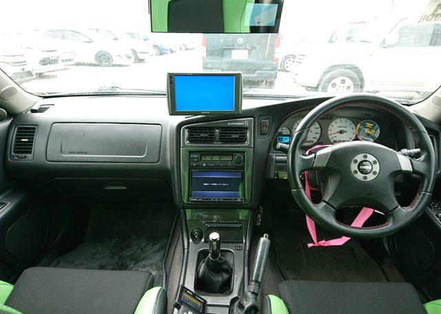2000 Nissan Stagea 260RS Autech Version front seats