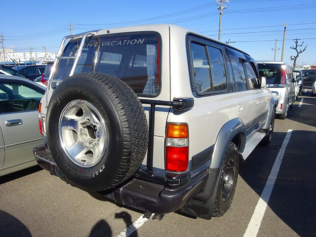 4wd diesel low kms mileage great condition 4.2L Sunroof diff lock cruise control JDM Japanese tough rugged Camper conversion buy yours today direct from dealer auctions sent to your door 25 year old rule USA