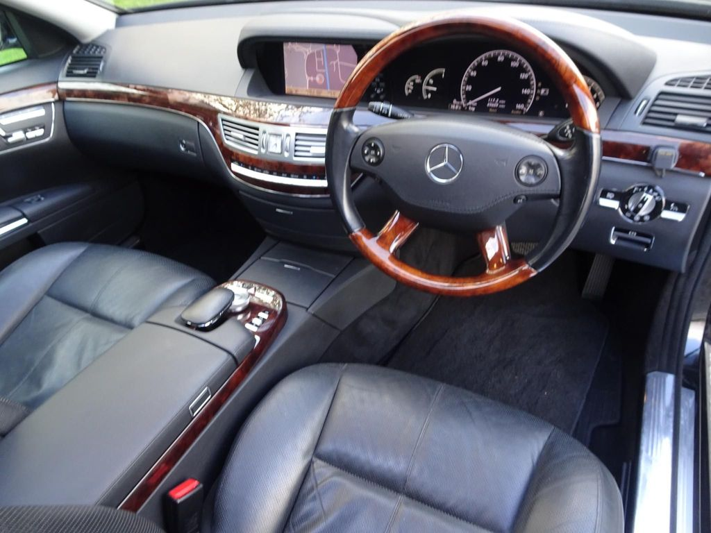 Mercedes-Benz S 320 CDI limo front seats