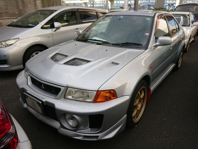 S and E Lancer Evo to NZ IN TEXT PHOTO 6. Mitsubishi Lancer Evolution is big time muscle to import direct from Japan